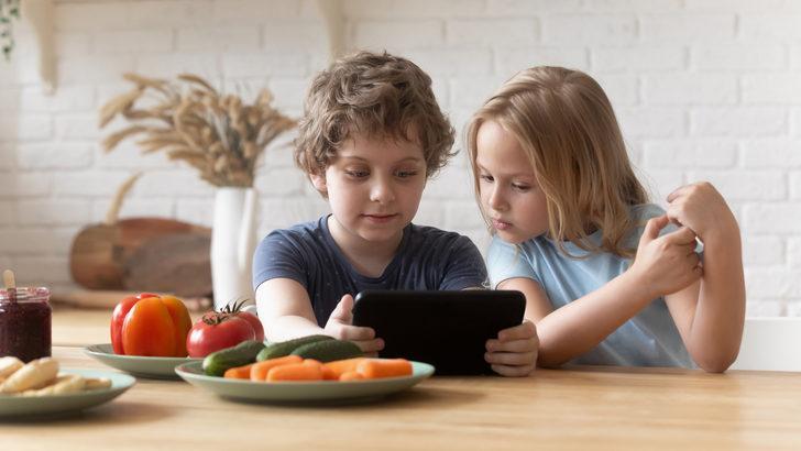 Çocuklara sosyal medya hesabı kaç yaşında açılmalı?