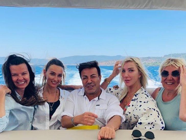 Seda Sayan teknesinde ağır misafirlerini ağırladı