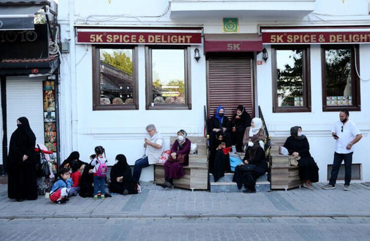 TARİHİ ANA TANIKLIK ETMEK İÇİN 2 ÇOCUĞUYLA ALMANYA'DAN GELDİ