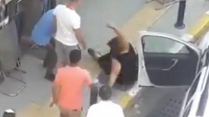 İzmir'de tepki çeken görüntü! Park yeri yüzünden tartıştığı kadını yola savurdu