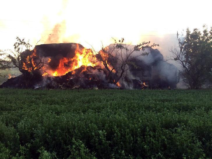Burdur'da korkutan yangın! Saman yüklü TIR alev alev yandı