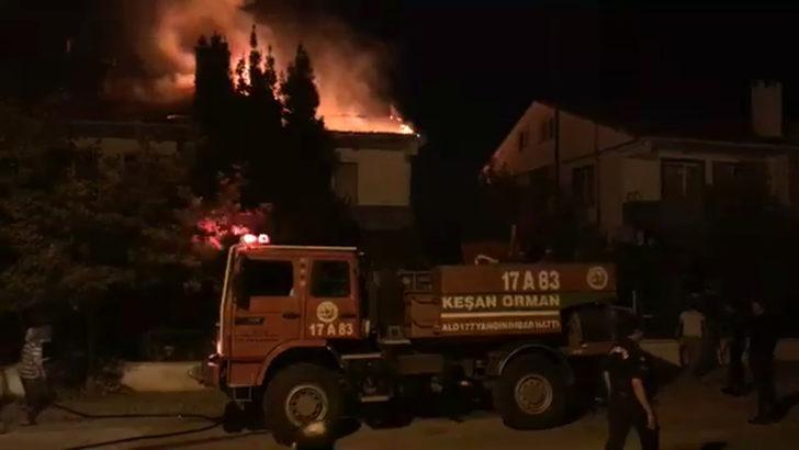 Edirne'de barbeküden sıçrayan kıvılcımlar iki yazlığın çatısını yaktı