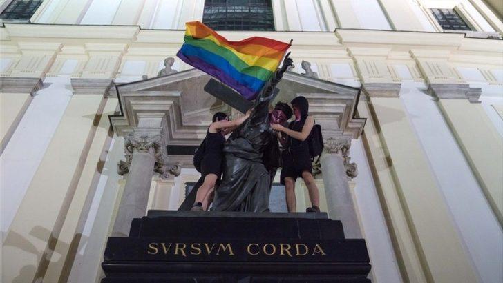 AB, kendilerini 'LGBT'siz bölge' ilan eden 6 Polonya kentini kardeş şehir programına almadı