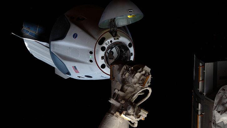 ABD'li astronotların Space X aracıyla dünyaya dönmeleri bekleniyor