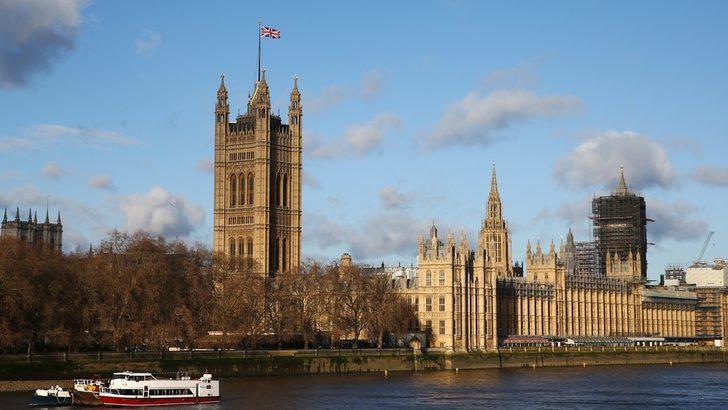İngiltere'de iktidardaki Muhafazakâr Parti'den bir milletvekili tecavüz suçlamasıyla gözaltına alındı