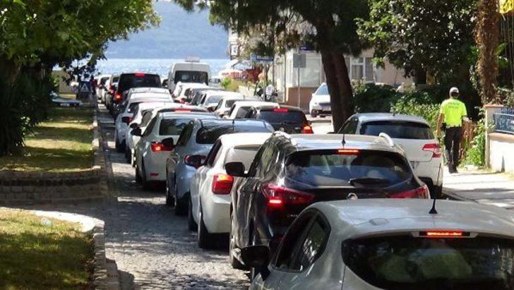 Çanakkale'de tatilciler dönüşe erken başladı, 2 kilometre kuyruk oluştu
