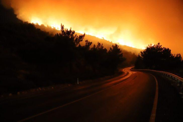 İzmir'deki yangın büyüyor! Siteler boşaltıldı