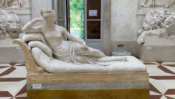 İtalya'da selfie çekmek isteyen turist, Canova'nın heykelinin parmaklarını kırdı