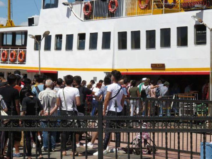 İstanbullular Adalar'a akın etti! İskelede yoğunluk oluştu