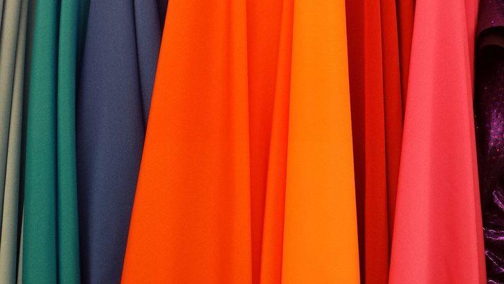 Eğer çamaşırları böyle yıkarsanız renkleri hemen soluyor! Koyu ve açık renkliler...