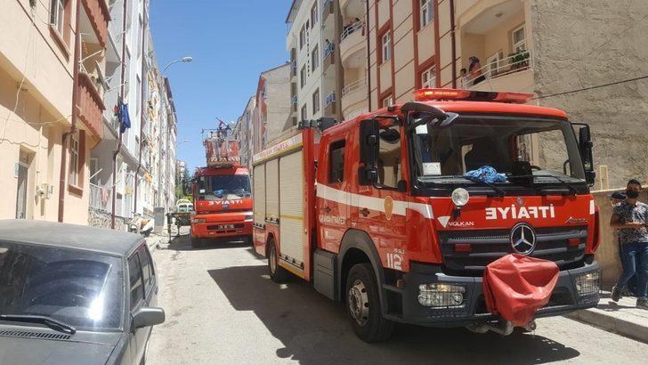 Binanın havalandırma boşluğunda çıkan yangın korkuttu