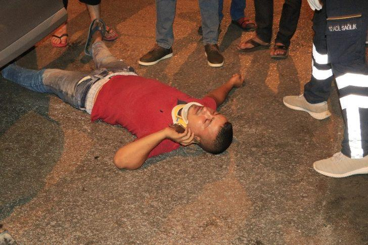Adana'da kazada yaralanan sürücü, yaralı halde cep telefonuna sarıldı