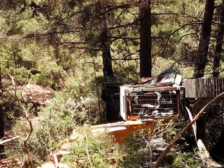 İş makinesiyle uçuruma yuvarlanan operatör hayatını kaybetti