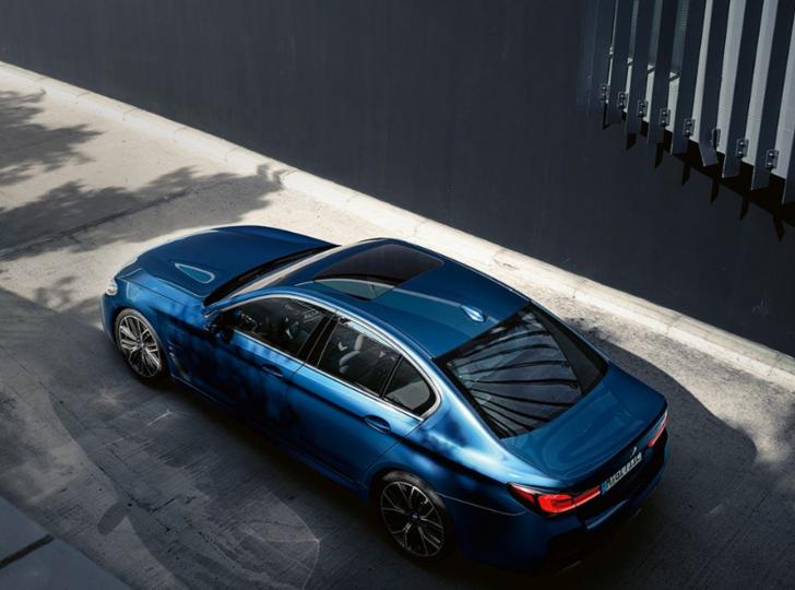 Yeni BMW 5 serisi Türkiye'ye geliyor! İşte Yeni BMW 5 serisinin Türkiye fiyatı