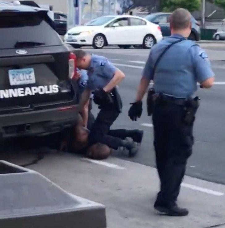George Floyd'u öldüren polislerin gizli tutulan vücut kamerası görüntüleri yayınlanacak