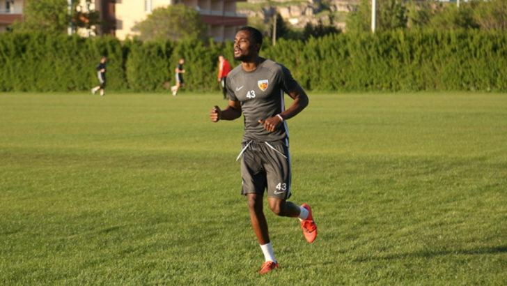 Galatasaray Bernard Mensah transferini bitiriyor