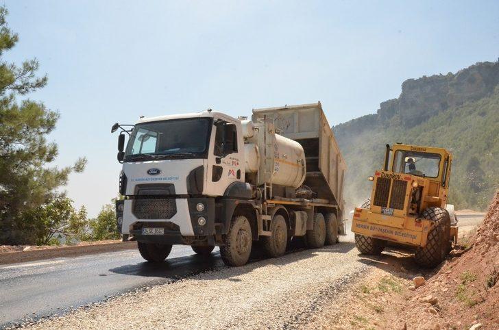 Tarsus'ta kırsal bölgelerde asfalt çalışmaları sürüyor