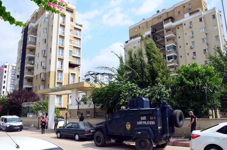 Adana'da özel harekat polisi, evinde ölü bulundu