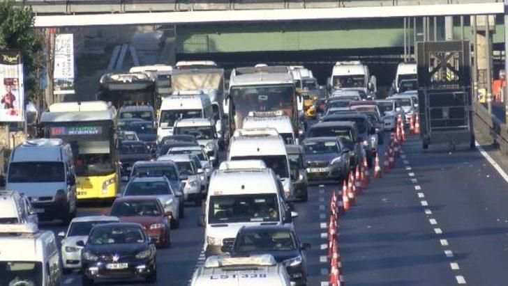 Haliç Köprüsü'ndeki çalışmalar trafiği kilitledi