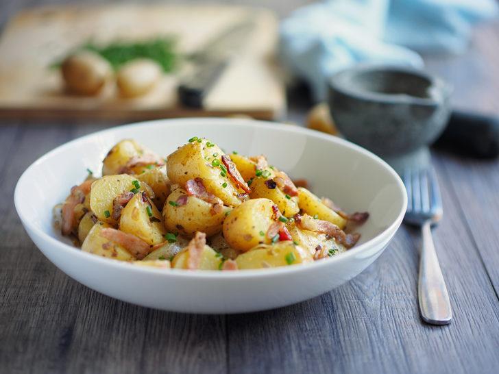 Patates salatası tarifi: Haşlama suyuna tane karabiber ekleyin farkı görün!