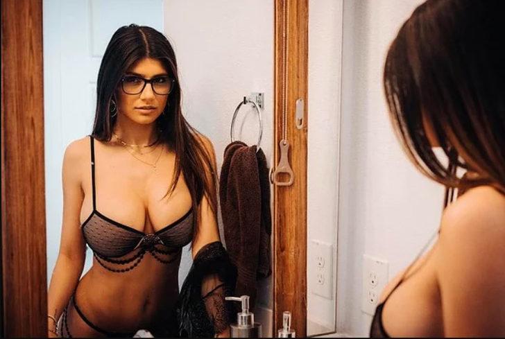 Eski porno yıldızı Mia Khalifa Beyrut için gözlüğünü açık artırmaya çıkardı