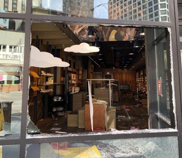 ABD'de sokaklar yine karıştı! Lüks mağazalar yağmalandı: 100'den fazla gözaltı var