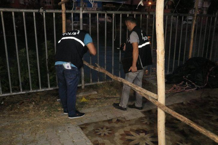 Adana'da ağabey ve kardeşi birbirlerini bıçakladı