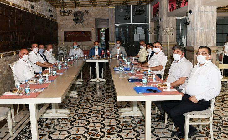 AK Partili Bülent Turan, CHP'li belediye başkanlarıyla bir araya geldi