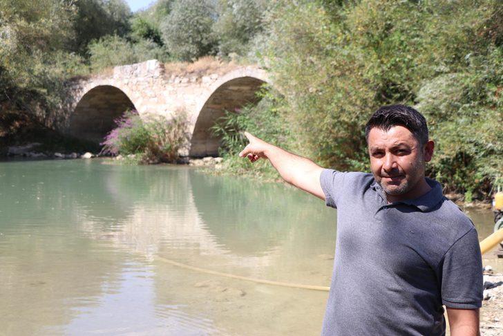 Denizli'de defineciler, tarihi köprüyü tahrip etti