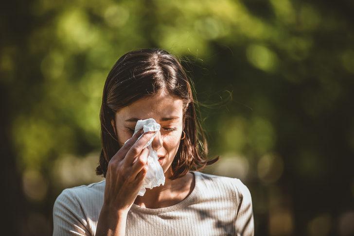 Sıcak havanın tadını çıkarıyoruz ama... Yazın tatilinize gölge düşürecek 6 alerji