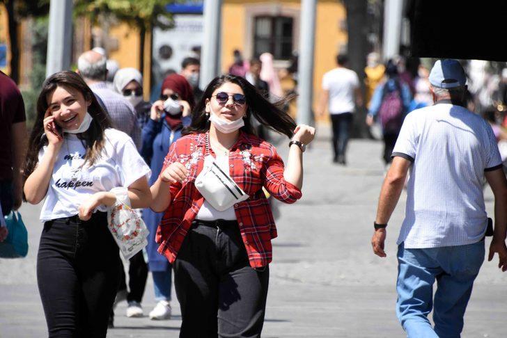 Konya'da vaka sayısı artışına rağmen maske takmayanlar var