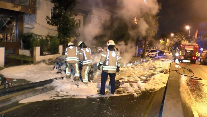 Üsküdar'da otomobili alev alev yandı: 'Beynim kanıyor' diyerek zor anlar yaşattı