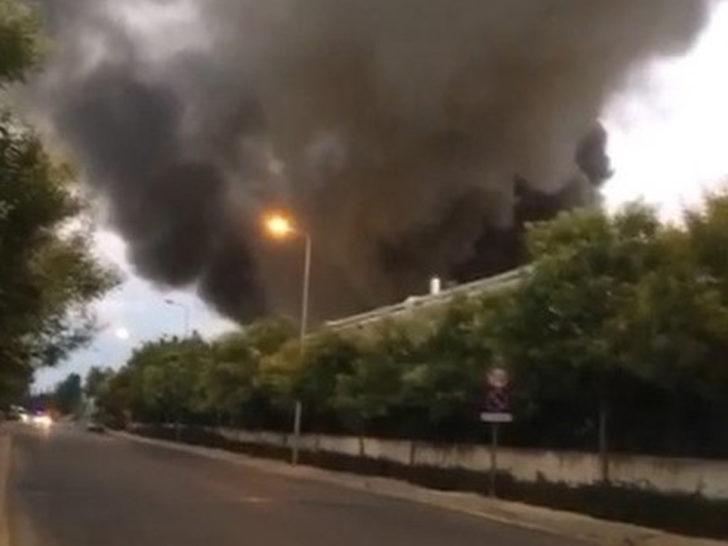 Antalya'da korkutan yangın! Fabrikadan dumanlar yükseldi