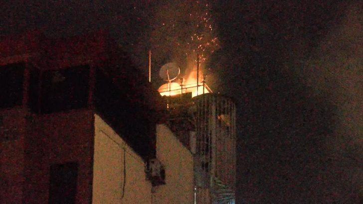 Fatih'te 8 katlı binada korkutan yangın