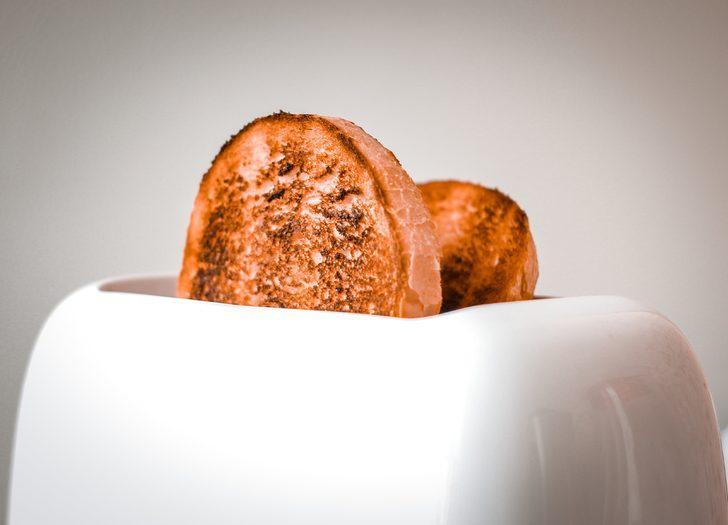 Ekmek kızartma makinesini temizlemek hiç bu kadar kolay olmamıştı! Ters çevirin ve...