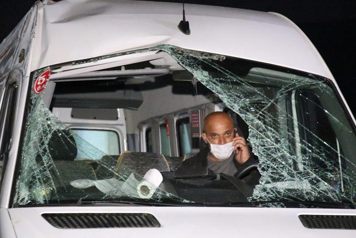Cenazeye gidenleri taşıyan minibüs devrildi: 13 yaralı