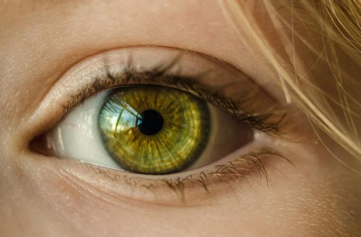 Göz seğirmesi neden olur, nasıl geçer?
