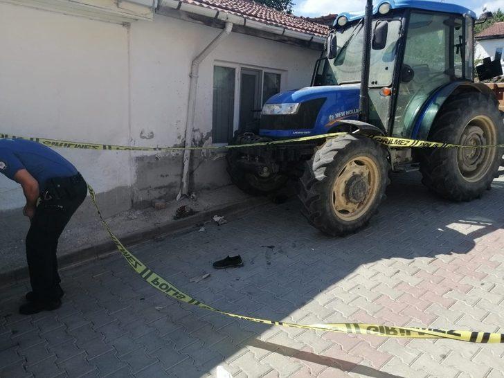 Traktörün çarptığı yaya hayatını kaybetti