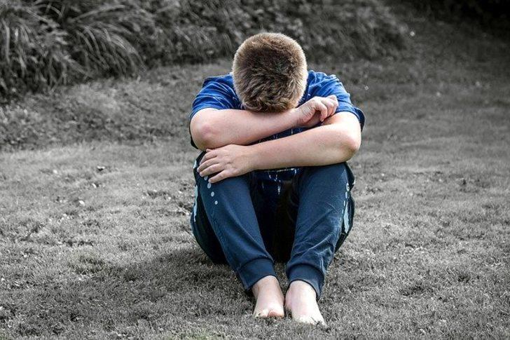 Rüyada ağladığını görmek: Gözyaşı görmek