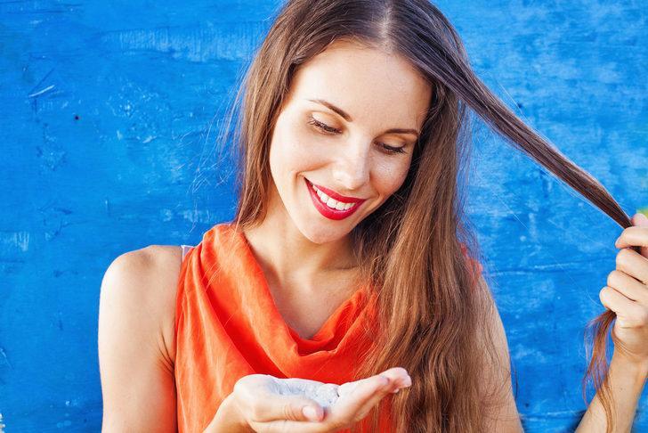 Bu uygulamalarla yağlı saçları çok kolay şekilde gizleyebilirsiniz! Pudra ve örgü...