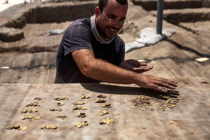İsrail'de gençler bin yıllık altın hazinesi buldu