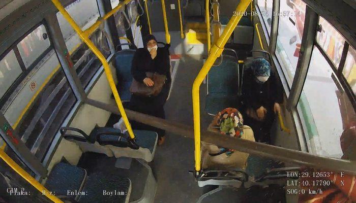 Otobüste yürekleri ağza getiren anlar! Tenteye çarpınca...