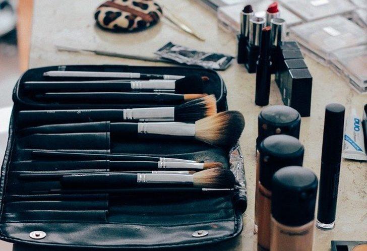 Tehlike çok büyük! Ortak kullanılan makyaj malzemeleri risk saçıyor...