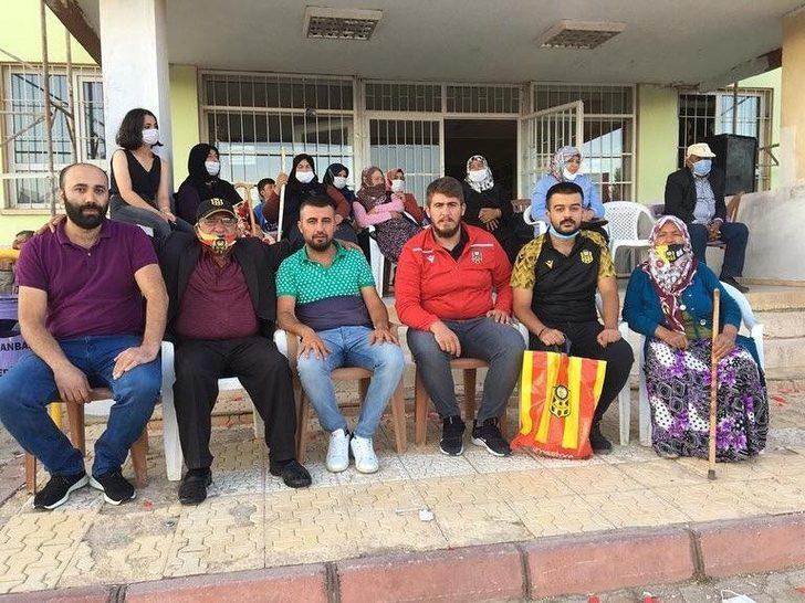 Yeni Malatyaspor tribününün renkli siması Maço Orhan'ı yalnız bırakmadılar