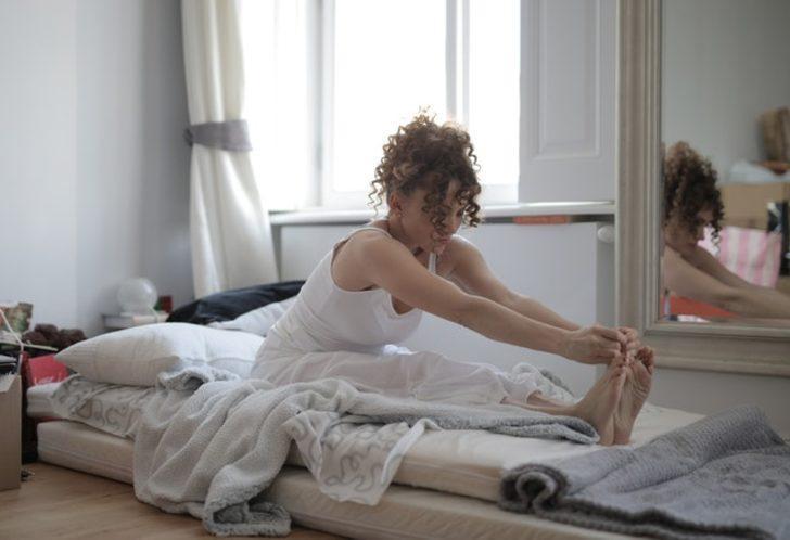 Yataktan Kalkmadan Yapabileceğiniz 14 Egzersiz