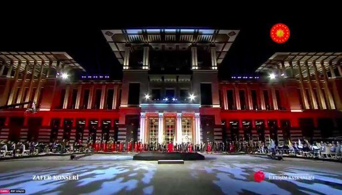 Beştepe'de 300 İHA ile ışık gösterisi