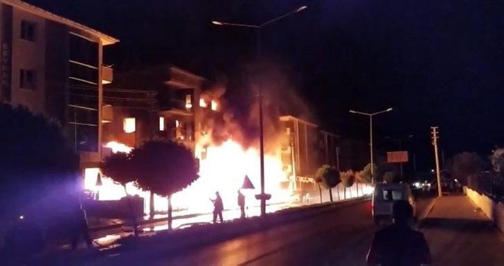 İzmir'de 4 katlı binada korkutan yangın! Ekipler alarma geçti