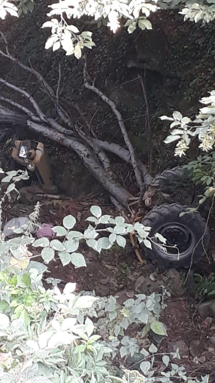 Traktör dereye uçtu : 1 ölü, 1 yaralı
