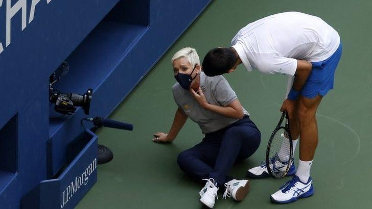 Novak Djokovic, vurduğu topun hakeme isabet etmesi üzerine ABD Açık'tan diskalifiye edildi