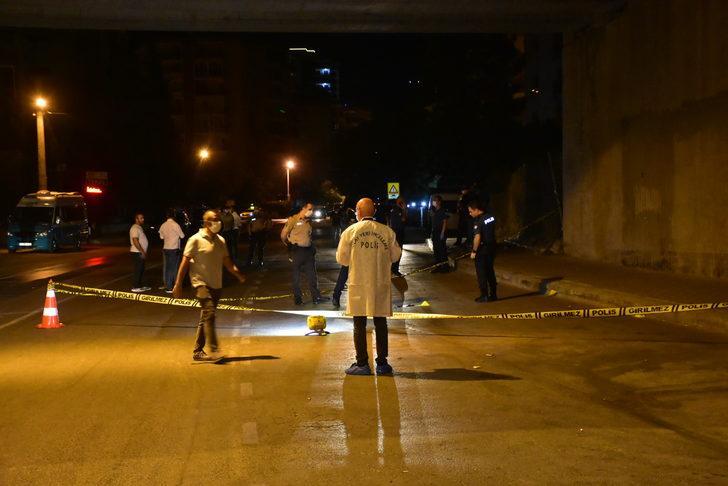 İzmir'de dolmuş şoföründen sokak ortasında kanlı infaz